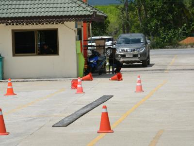 สำนักงานขนส่งนราธิวาสมาให้ความรุูด้านกฎจารจรบนท้องถนน
