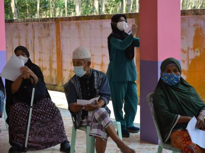 กิจกรรมฉีดวัคซีนเชิงรุกผู้สูงอายุ60ปีและกลุ่ม7โร คณโรงเรียนกาแร