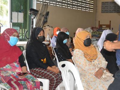 ประชุมปรึกษารื่อ และมอบอุปกรณ์ผู้ป่วยติดเตียง  ผู้ติดบ้าน