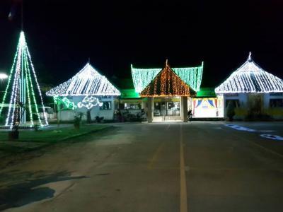 องค์การบริหารส่วนตำบลลุโบะบือซาประดับธงชาติและไฟเนืองวันพ่อ